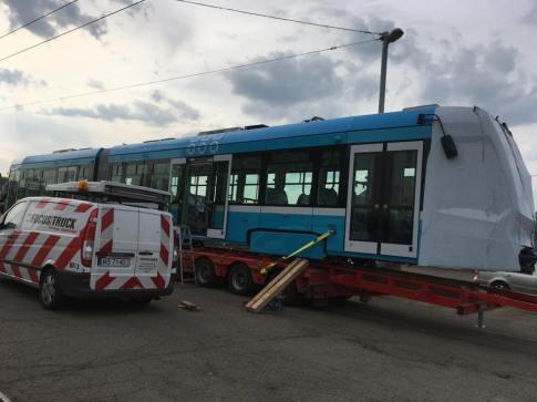 Nová tramvaj Stadler nOVA po příjezdu do Ostravy. Foto: DPO