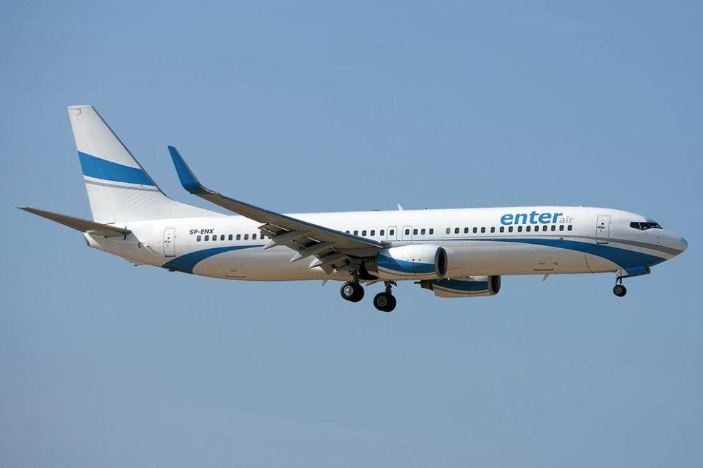 Boeing 737-800 společnosti Enter Air. Autor: Pedro Aragão – Gallery page https://www.jetphotos.com/photo/7625725Photo https://cdn.jetphotos.com/full/3/56167_1370794466.jpg, CC BY-SA 3.0, https://commons.wikimedia.org/w/index.php?curid=28967219