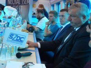 Náměstek Tomáš Drmola (druhý z prava). Autor: Zdopravy.cz/Jan Šindelář