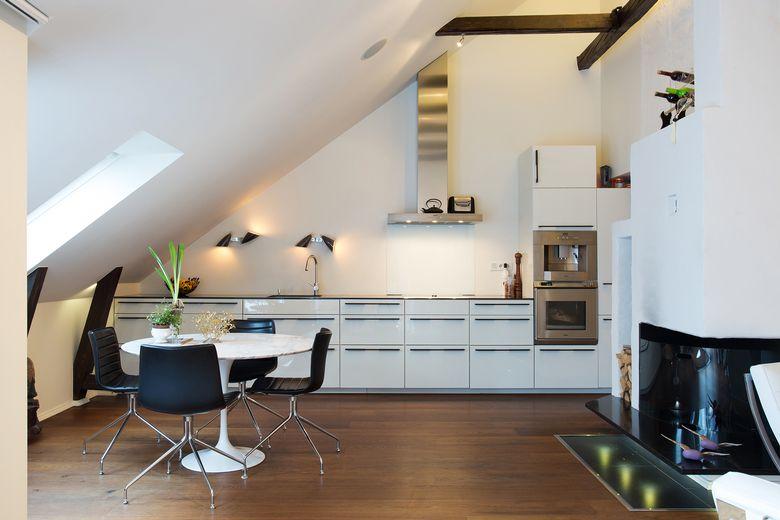 Kuhinja sa kosim stropom 2. jpeg