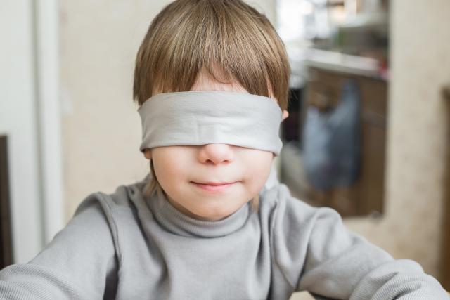 roditelji zamalo oslijepili sina