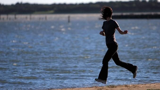 жена тича