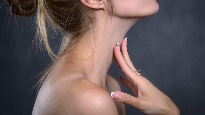 женска шия