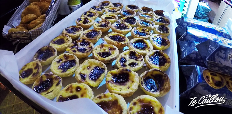 Taste pastel de nata in la Antiga Confeitaria de Belem or in other bakery of Lisbon