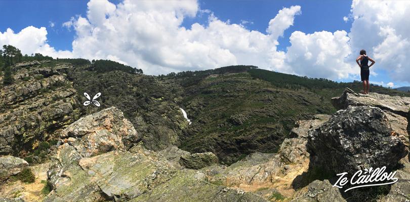 Vue panoramique sur la cascade des FIsgas de Ermelo dans le parque do alvao