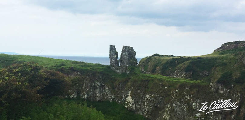 Discover the ruins of the Dunseverick castel during the Giant's Causeway hike
