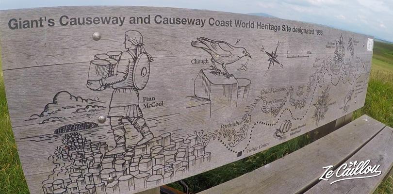 Le banc de bois Hamilton gravé avec la carte de la côté de la Chaussée des Géants