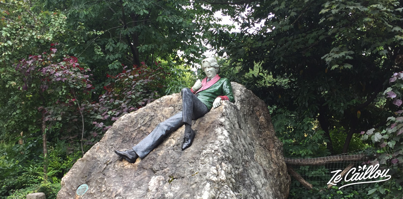Oscar Wilde statue in the merrion Square of Dublin in Ireland