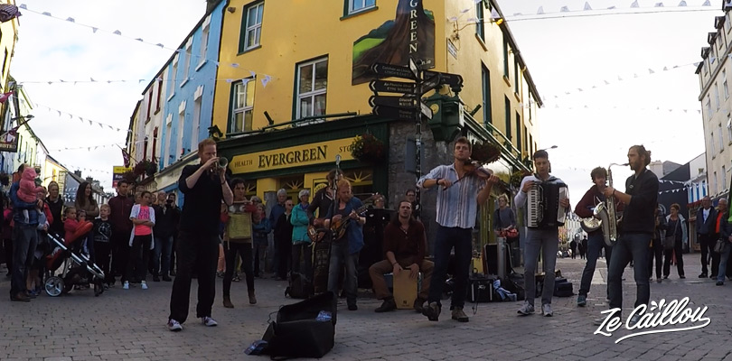 Enjoy the performance of an irish music group in the streets of Galway, Ireland