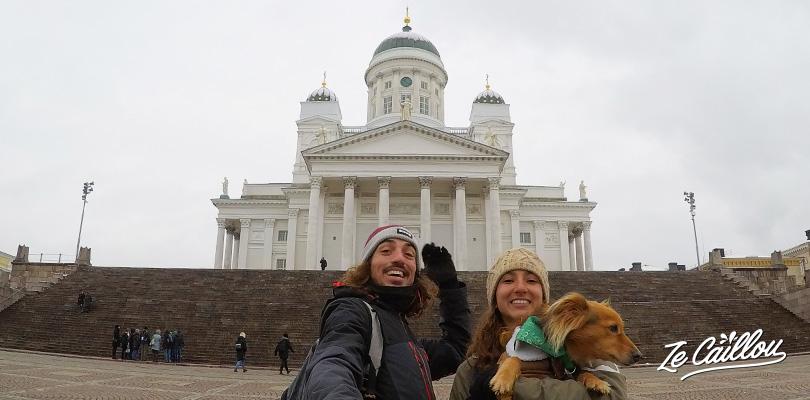 La belle cathédrale Tuomiokirkko au senate square d'helsinki en Finlande