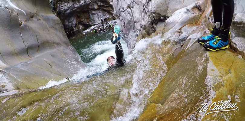 Have a lot of fun with natural slides while canyoning in the cirque de salazie.