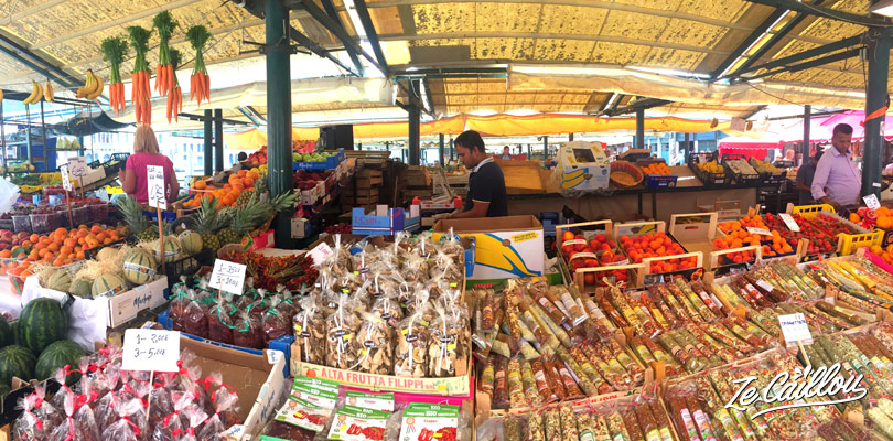 Les fruits, légumes et épices du marché de Rialto à découvrir à Venise.