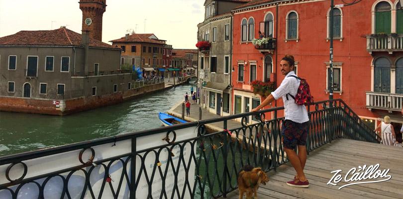 Visiter Venise et ses îles, comme Murano et Burano en vaporetto.