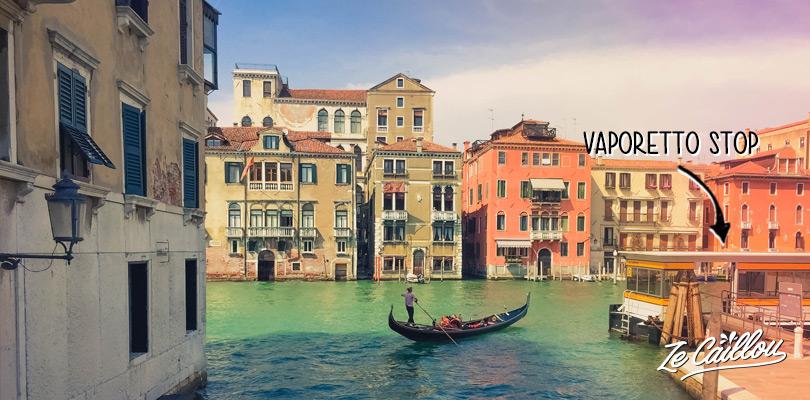 Ne pas rater les merveilleux paysages de la ville de Venise, le grand canal, les gondoles, ici un arrêt de vaporetto
