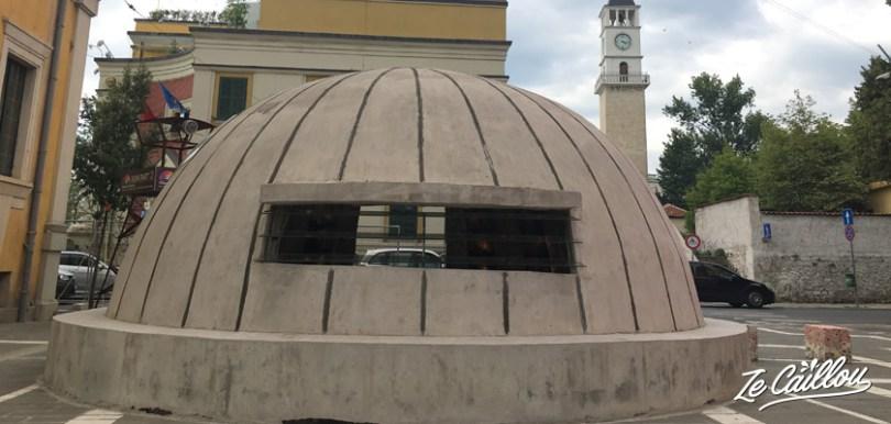 Le musée bunkart 2 à Tirana la capitale d'Albanie, un bunker aménagé en musée.