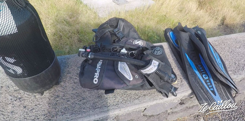 The diving gear(jacket BCD, fins, mask, tank) is included in the level 1 diving training.
