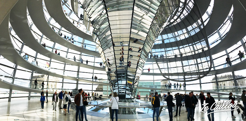 Discover the inside part of the Berlin Reichstag dome and its hundreds mirors.