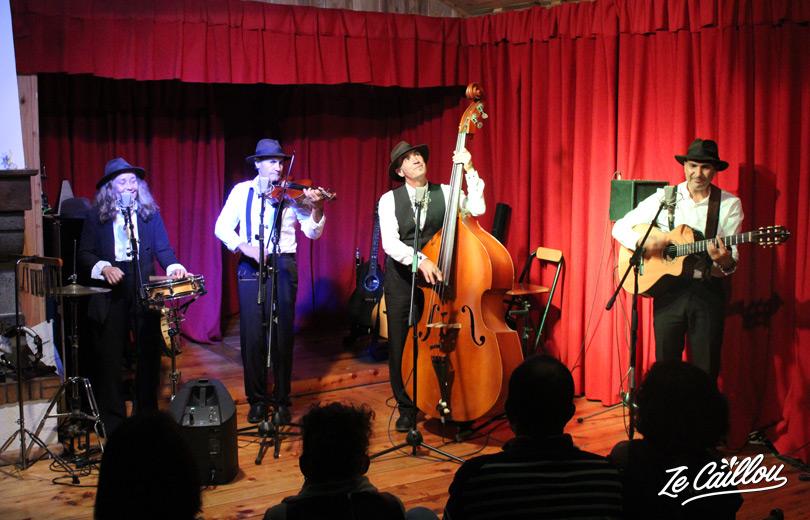 At plaine des cafres, enjoy cabaret Pat'Jaune show. Yab from La Réunion.