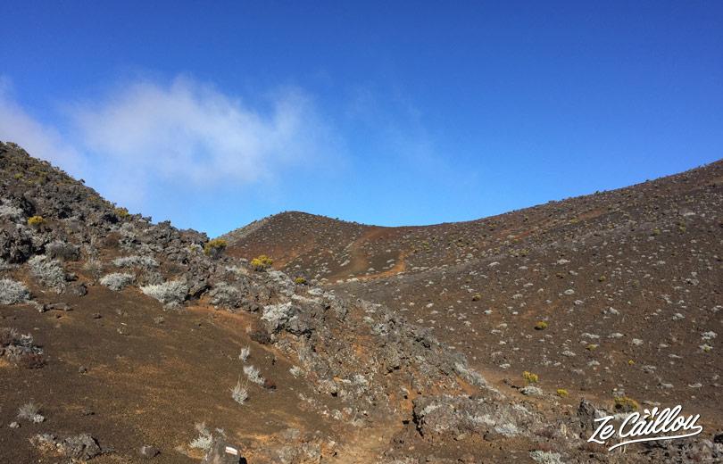 Entre le Piton Hauy et piton chisny à la Plaine des Sables, direction le gite du Volcan.