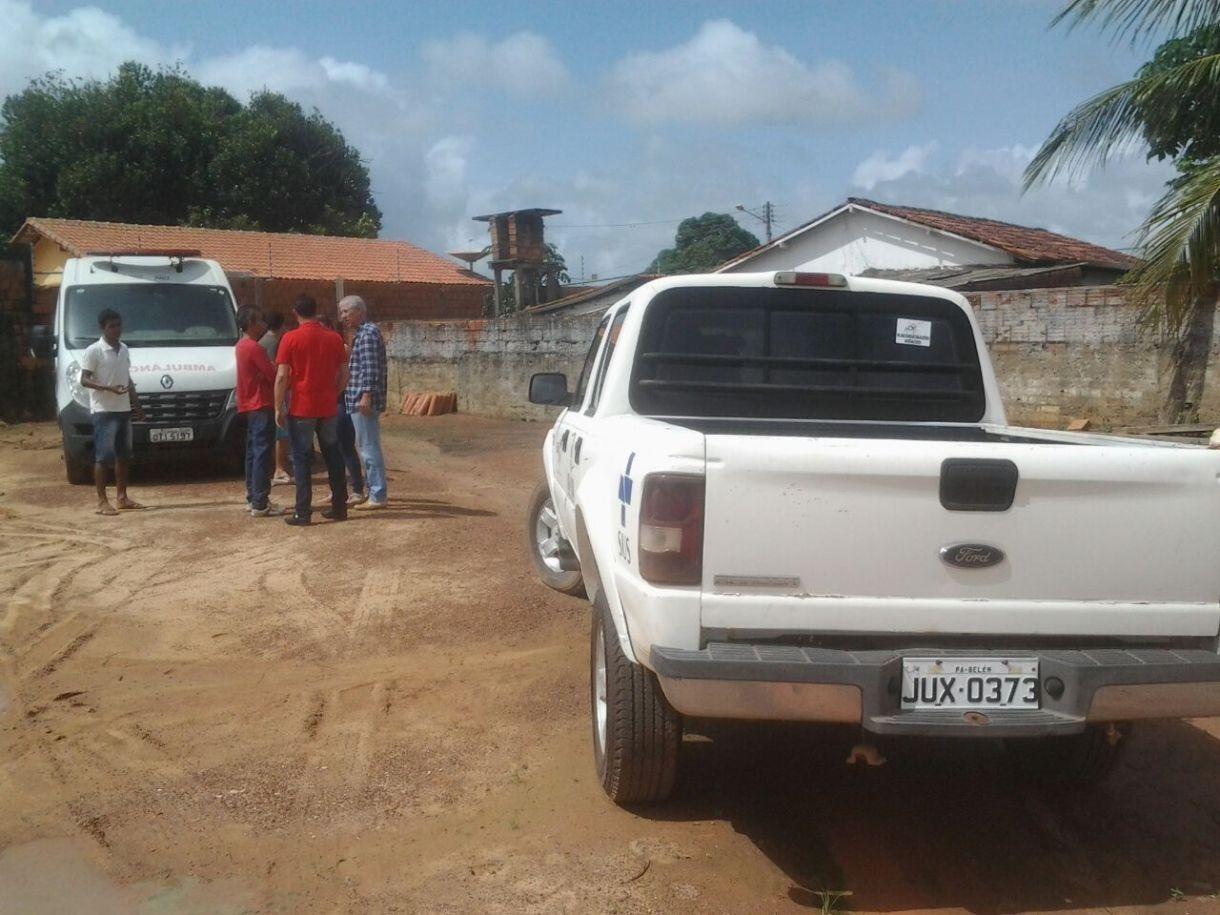 veículos sucateados estão parados