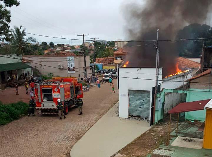 bombeiros-apagando-o-fogo