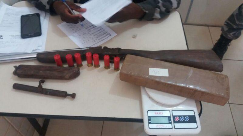 Maconha e arma encontradas na casa de Wescley