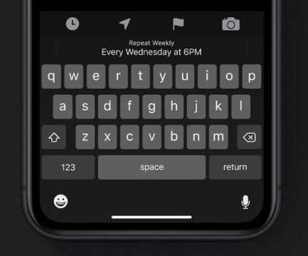 """This is the new Swipey keyboard in iOS 13. Apple called it """"QuickPath typing"""".   The QuickType keyboard now includes QuickPath, so you can swipe your finger from one letter to the next to enter a word without removing your finger from the keyboard.   Easily just need to swipe through the keys that you need to enter."""