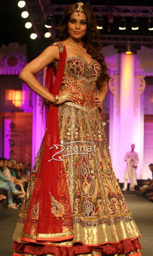 Bipasha Basu In Bridal Lehenga Choli Zeenat Style