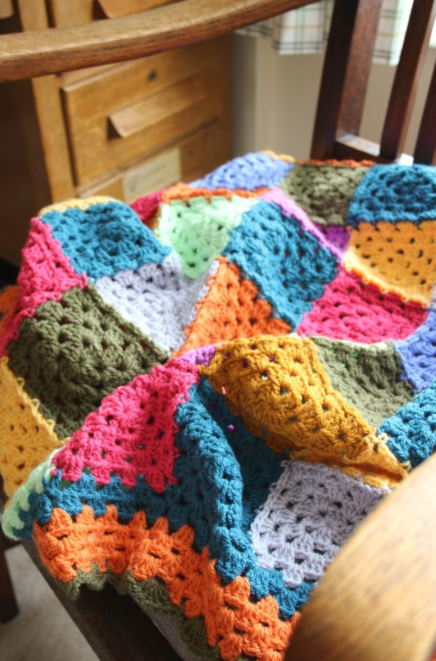 a-granny-square-crochet-blanket-for-the-autumn