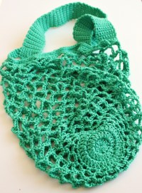 A One Skein Crochet Mesh Bag. Free pattern.  Zeens and Roger