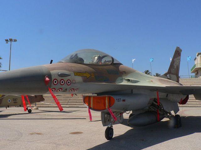 פ-16 נץ שהפיל 7 מטוסים סורים והפציץ את הכור הגרעיני בעיראק ויקיפדיה