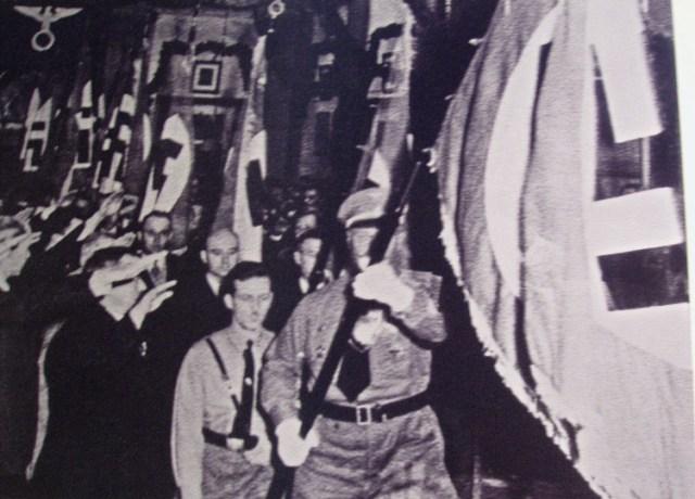 מצעד נאצי של הטמפלרים התמונה נמצאה בבתים שעזבו (צילום רפרודוקציה זאב גלילי)