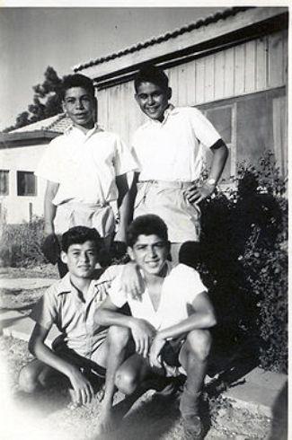 נערים בקבוצת אפיקים 1953 ויקישיתוף