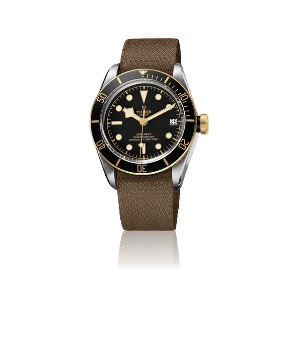 3c_M79733N-0000_black_fabric_brown_VW