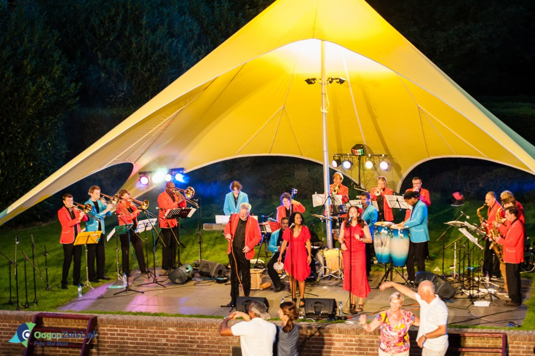 Big Salsa band in Slottuin Theater