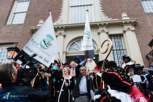 Familie Ruijs ontvangt eerste Vrinden van Sinterklaas vlaggen