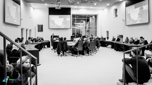 bijeenkomst gehouden in de raadzaal 'gesprek van verbondenheid en betrokkenheid' naar aanleiding van de aanslag op de redactie van het satirische weekblad Charlie Hebdo in Parijs