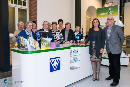 Toeristisch informatiepunt VVV opent in publiekshal gemeente Zeist, door wedhouder Jacqueline Verbeek