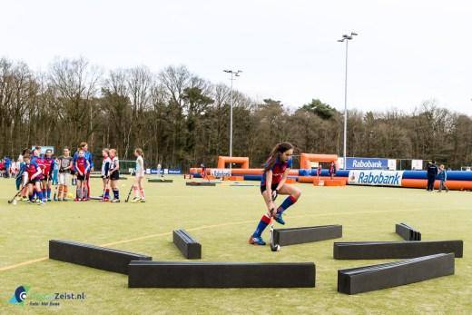 Rabobank Hockey Clinic voor C- en D-Jeugd tijdens EHCCC tournooi bij SCHC in Bilthoven