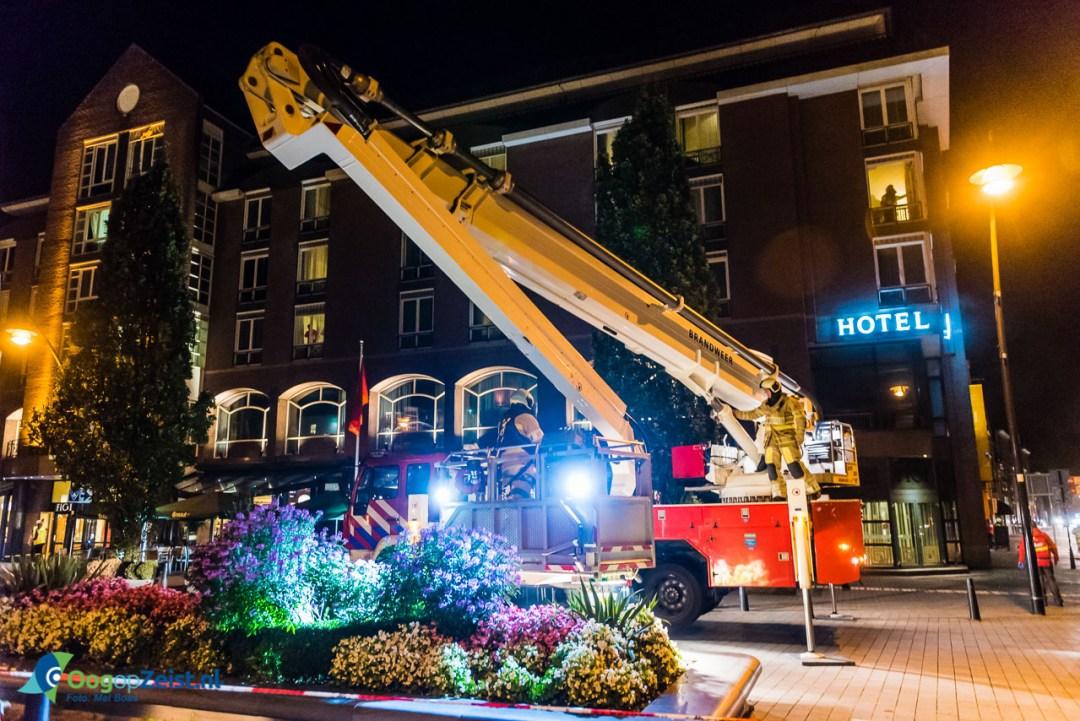 Alle hulpdiensten van Zeist houden grote oefening in Hotel Theater FIgi