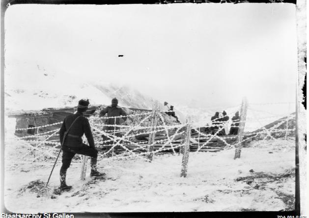 Soldaten an der schweizerisch-italienischen Grenze