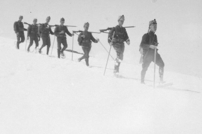 Soldaten mit Gewehr