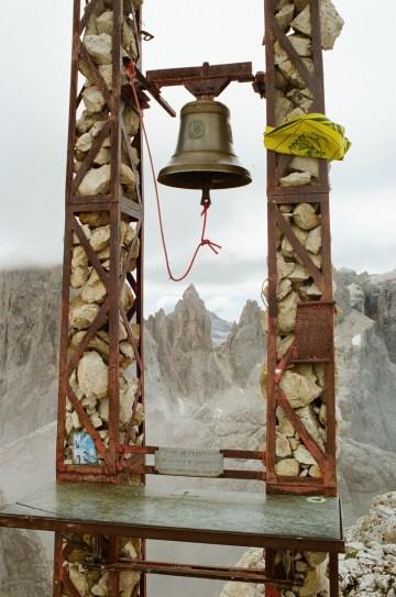 Gipfelglocke am Monte Mulaz
