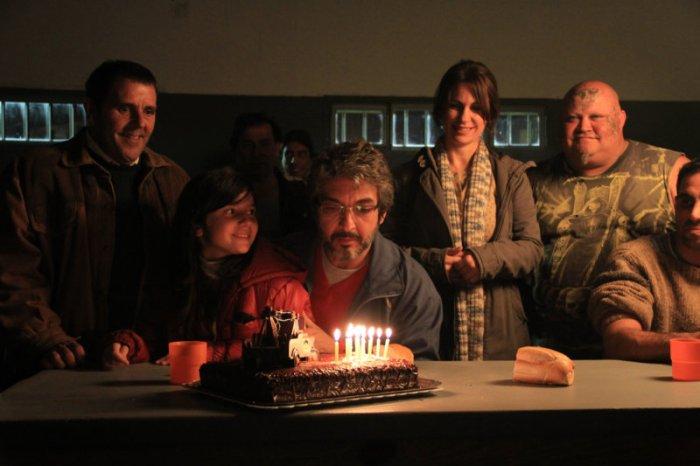 In Damián Szifrons Episodenfilm ist alles etwas anders - so auch dieses Geburtstagsfest mit Papa Ricardo Darín. (Bild: zVg)