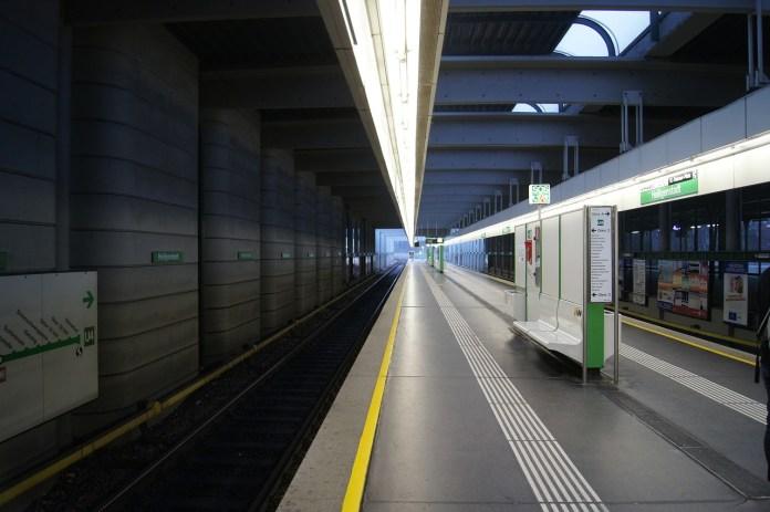 U‑Bahn-Sheriffs zerren Fahrgast ausWagon