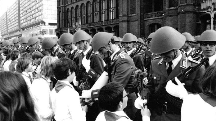 Vor 65 Jahren: Gründung der Nationalen Volksarmee