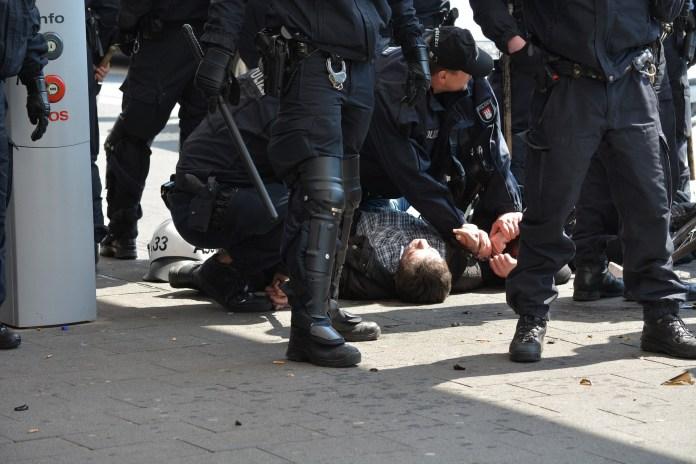 """Salzburg: Festnahme von Journalisten, ÖJC übt scharfe Kritik an """"überschießendem Polizeiangriff"""""""