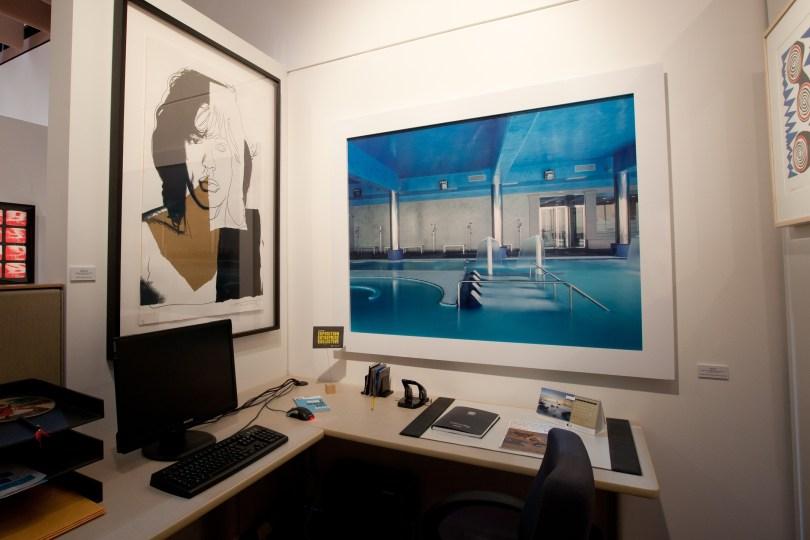 Andy Warhol: Mick Jagger (Vasco Design intrenational), Lynne Cohen : Spa (Caisse de dépôt et placement du Québec), Photo courtesy Loto-Quebec