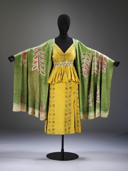 Conception : Léon Bakst (1866-1924), costume d'une jeune grecque pour Narcisse, 1911, coton peint, v&a : s.610&a-1980   Costume for a Young Greek from Narcisse, by Léon Bakst. Cotton and paint. Photo courtesy Musée national des beaux-arts du Québec.