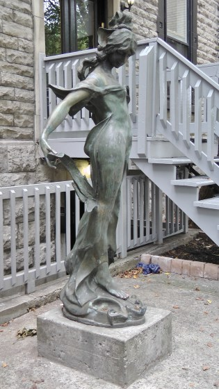 Right view of a statue infront of 1259 Saint Marc.